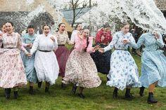 Bei dem Fruchtbarkeitsbrauch wollen die Herren die Schönheit und Gesundheit der...