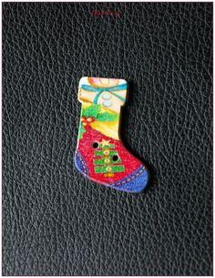 """Boutons en bois chaussettes de noël """"modèle 09"""" x1 : Boutons par lilycherry"""