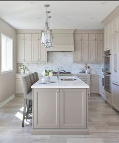 Another Elegant Millworx Project designed by Everyday Living Design Susie Hardy #Transitional #Kitchen #Custom #Millwork #Qualitywork #YYZ #Toronto #NKBA #CKCA #Cabinetry #Exclusive #Details #Precision #Caesarstone @everydaylivingdesign