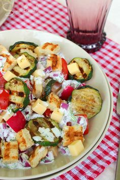 Sünis kanál: Laktató zöldségtál Vegetable Recipes, Salad Recipes, Zucchini, Salads, Food And Drink, Meals, Vegan, Vegetables, Cooking