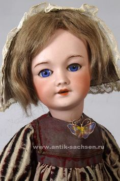 Антикварная французская кукла 301 молда, примерный год выпуска 1908 -1912. Размер куклы 44 см. На голове маркировка «21 SFBJ 301 Paris». #antique #antiquities #doll #dolls #dollcollection #антикварнаякукла #poupee #oldtoys #фарфороваякукла #кукла