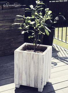 DIT wood flower pot decor with used scrap pieces of planks from pallets and scrap plywood pieces.