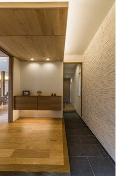Japanese Modern House, Natural Interior, Wood Wallpaper, Wood Ceilings, Deco, Entrance, House Plans, Woodworking, Takachiho