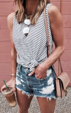 Nice 60 Fantastic Spring And Summer Clothing Inspiration For Women 2018. More at http://trendwear4you.com/2018/04/22/60-fantastic-spring-and-summer-clothing-inspiration-for-women-2018/