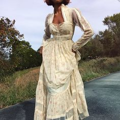 Absolutely stunning vintage Gunne Sax by Jessica full length prairie dress. Pretty Outfits, Pretty Dresses, Beautiful Dresses, Cute Outfits, Vintage Dresses, Vintage Outfits, Vintage Fashion, Vintage 70s, Vintage Clothes 70s