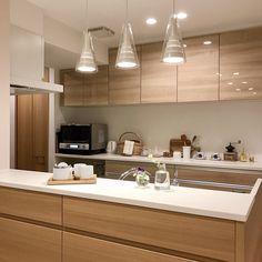 ナチュラルテイストで統一されたキッチン。ryuryu_homeさんのキッチンを探索!【クリナップ クリンレディ(ダイワハウス特注)】 | ムクリ[mukuri] Small Kitchen Diner, Kitchen Views, Kitchen Dining, Cafe Interior, Kitchen Interior, Kitchen Shelves, Kitchen Cabinets, Muji Home, Japanese Interior Design