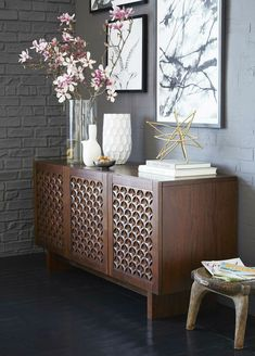 Dining Room Console Contemporary Photo Of Modern Buffet Sideboard Cabinets. Home and Family Sideboard Dekor, Credenza Decor, Sideboard Buffet, Dining Room Console, Mid Century Modern Sideboard, Buffet Design, Styling A Buffet, Console Styling, Bedroom Sets