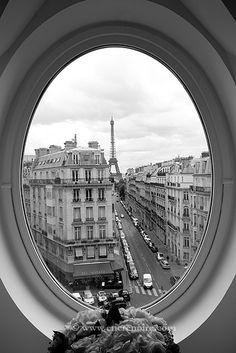 Paris - fabulous window ◉ re-pinned by http://www.waterfront-properties.com/ Tour Eiffel, Paris Eiffel Tower, Beautiful Paris, I Love Paris, Hello Gorgeous, Romantic Paris, Paris France, Paris Paris, Black And White Pictures
