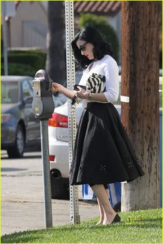 dita von tease doing errands... Love her, always pretty!