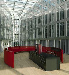 RIJKSWATERSTAAT | Jaar: 2008 | Locatie: Utrecht | Inrichting: Representatieve, vergader- en ontvangstmeubelen | Ontwerp pand: cepezed | Ontwerp interieur: Outremer | Omschrijving: De gerenoveerde hoogbouw en de nieuwbouw van Westraven diende voorop te lopen in duurzaamheid en uitermate energiezuinig presteren. PVO Interieur heeft meubelen geleverd voor het vergadercentrum en ontvangstruimtes.