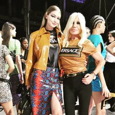 DONA & GIGI together with wearing matching shirts for the awesome fashion show in during - in a caramel color patent jacket with Medusa buttons paired over a jacquered jersey logo t-shirt mock python high leg split skirt with quilted Icon leather. Donatella Versace, Fashion Models, Fashion Beauty, Fashion Show, Bella Hadid, Gigi Hadid, Split Skirt, Caramel Color, Matching Shirts