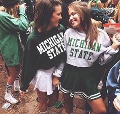 Would be a different Uni. College Games, College Game Days, College Life, College Football, Best Friend Pictures, Friend Photos, Bff Goals, Best Friend Goals, Tailgate Outfit