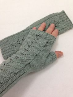 Swallow Tail Mittens by Little Church Knits - Welcome back to Free Pattern Friday! Today's FOREVER FREE pattern is Swallow Tail Mittens. Swallow Tail Mittens pattern by Little Church Knits Happy Knitting! Fingerless Gloves Knitted, Crochet Gloves, Knit Mittens, Knitting Socks, Knit Crochet, Knitting Stitches, Knitting Patterns Free, Free Knitting, Free Pattern