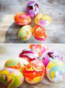marbled eieren met nagellak DIY
