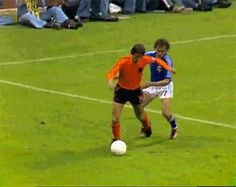 Everything You've Always Wanted To Know About Football. You've shown that you adore football and to become better at it, you must learn proper advice and new techniques. Football is great fun, but you do need to Football Tricks, Football Gif, Sport Football, Football Training Drills, Soccer Drills, Football Players, Soccer Gifs, Soccer Memes, Soccer Problems