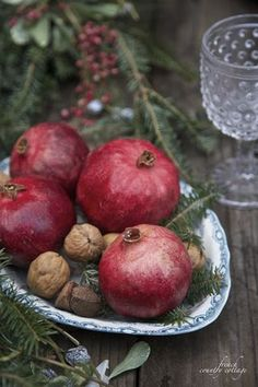 Simple Christmas ~ Using fresh fruit in holiday vignettes | FRENCH COUNTRY COTTAGE | Bloglovin'
