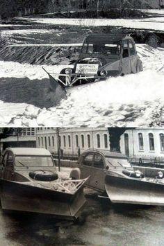 Citroën Sahara Type AW(/AT?) with snowplow attachment French Classic, Classic Cars, 4x4, 2cv Sahara, Psa Peugeot Citroen, 2cv6, Snow Plow, Car Brands, Car Humor