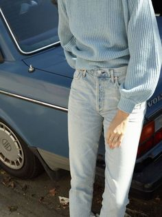 vintage outfit | old car | light blue | styling inspiration | Fitz & Huxley | www.fitzandhuxley.com