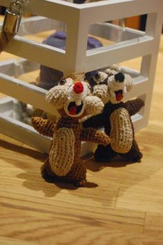 Cute to have in christmastree Diy Crochet And Knitting, Chip And Dale, Crochet Animals, Burlap Wreath, Crochet Projects, Diy And Crafts, Christmas Crafts, Crocs, Crochet Patterns