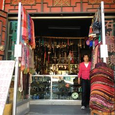 I miss this!!:) love these little shops and people!!:)