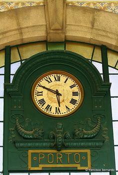 Clock at St. Bento Station (Estação de S. Bento), Porto, Portugal - photo by Francisco Bernard (françois26), via Flickr