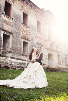 Le Magnifique: a wedding inspiration blog for the stylish bride // www.lemagnifiqueblog.com: Day After Session in Romania by Manu Petra Photography