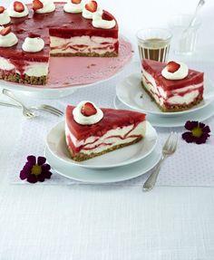 Unser beliebtes Rezept für Marmorierte Erdbeer-Frischkäsetorte und mehr als 55.000 weitere kostenlose Rezepte auf LECKER.de.