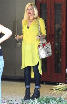 Gwen Stefani wearing acid yellow shirt dress, dark denim with turn ups and ankle boots. And a red lip, obvs :-)