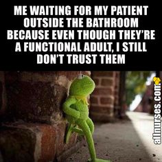 Don't turn your back on the patient. you never know what they are going to do Rn Humor, Medical Humor, Radiology Humor, Ecards Humor, Healthcare Memes, Ot Memes, Nurse Jokes, Nursing Notes, Medical Field