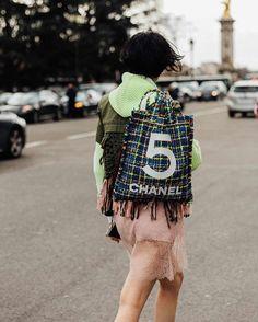 "669 Me gusta, 5 comentarios - Style Sight WorldWide (@stylesightworldwide) en Instagram: ""#parisfashionweek | 📸  @iciarjcarrasco @voguespain #streetstyle #fashion #blogger #fw17…"""
