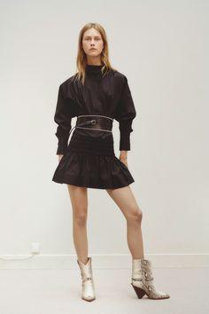 Étoile Isabel Marant Spring 2019 Ready-to-Wear Paris Collection - Vogue Moda Fashion, Fashion Week, High Fashion, Fashion Show, Fashion Looks, Fashion Design, Fashion Trends, Isabel Marant Paris, Style Haute Couture
