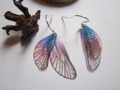 boucles d'oreilles argent vintage elfique fée ailes libellule dégradé bleu rosé : Boucles d'oreille par melledenevers