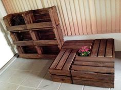 Prateleira e mesa de caixotes