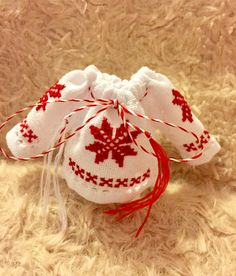 #martisor#ie#artizanat Holidays And Events, Cross Stitching, Kitchen Remodel, 8 Martie, Projects To Try, Christmas Ornaments, Interior Design, Sewing, Holiday Decor