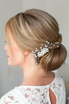 Check out the tutorial for this simple low bun hairstyle. I's so elegant, it's perfect for weddings, homecoming, and many other occassions. High Bun Hairstyles, Super Easy Hairstyles, Best Wedding Hairstyles, Homecoming Hairstyles, Quince Hairstyles, Graduation Hairstyles, Quinceanera Hairstyles, Bridal Hairstyles, Celebrity Hairstyles