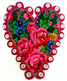 Hjärta av Kerstin Nelje, finns i den pågående hemslöjdsutställningen på Norrbottens Museum. (Foto August Edwards)