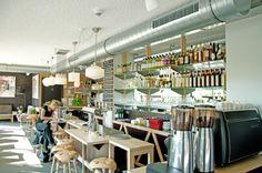 Caspar Arnhem:  het 'huiskamer' café van Hotel Modez in het modekwartier. Bij CASPAR eet je wat de pot schaft.