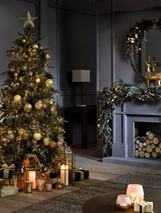 Luxury Christmas Decor, Christmas Interiors, Christmas Living Rooms, Christmas Room, Christmas Holidays, Holiday Decor, Xmas, French Christmas, Dark Christmas
