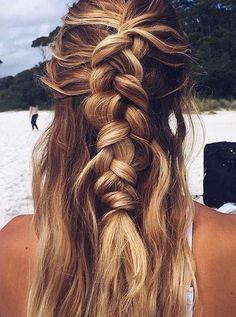 Coiffure de plage demi queue tressée - 33 idées pour une jolie coiffure de plage - Elle