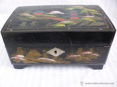 Antiguo joyero musical de laca china con bailarina autómata