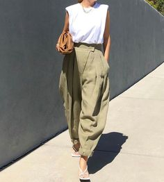 Mode Outfits, Chic Outfits, Trendy Outfits, Fashion Outfits, Womens Fashion, Fashion Tips, Looks Street Style, Casual Street Style, Slouchy Pants