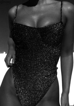 black and white aesthetic; Black And White Picture Wall, Black N White, Black And White Pictures, Cute Fashion, Look Fashion, B&w Wallpaper, Classy Aesthetic, Black And White Aesthetic, Fashion Poses