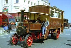 Here is a steam bus Foden made from the tractor chassis, photographed in 1913 -