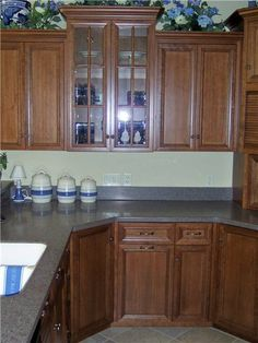 Glass Cabinet Doors, Kitchen Cabinet Doors, White Kitchen Cabinets, Kitchen Grey, Kitchen Center Island, White Wood Kitchens, Clock Repair, Acrylic Cabinets, Open Concept Kitchen