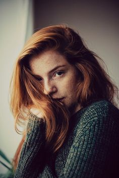 Photography Portrait - Red head and freckles Photo Portrait, Portrait Photography, Pretty People, Beautiful People, Shades Of Red Hair, Lily Evans, Ginger Girls, Ginger Hair Girl, Ginny Weasley