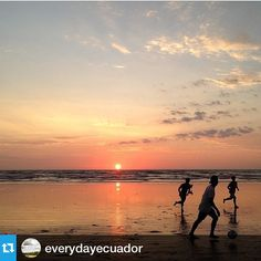 @everydayecuador with @repostapp.・・・Juegan fútbol en el atardecer, en Canoa, localizada en la provincia de Manabí. Playing football at sunset in Canoa beach. Manabí province Fotografía de @dimaboulad #everydayeverywhere#everydayecuador#beach#sunset#soccer#futbol#manabi#ecuador#landscape#playa#juegos#ball#paisaje#traves#destination#turismo#sport @everydayeverywhere