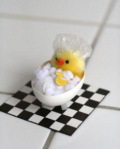 egg decoration. huevo-banera-chezlarsson