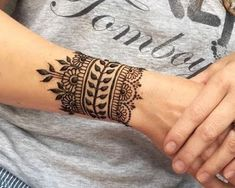 45 Trending Bangle mehndi designs for hands Henna Designs Wrist, Black Mehndi Designs, Wrist Henna, Beginner Henna Designs, Henna Art Designs, Unique Mehndi Designs, Mehndi Design Images, Mehndi Designs For Hands, Simple Henna Tattoo
