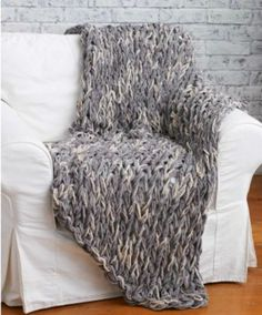 3 Hour Arm Knit Blanket FREE Pattern and Tutorial
