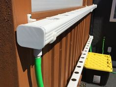 Hydroponic Gardening Ideas Easy way to turn plastic gutters into a NFT hydroponic system. PLA caps can be glued on using PVC primer and PVC Cement. Mounting Brackets for downspo - Indoor Hydroponics, Hydroponic Farming, Hydroponic Growing, Hydroponics System, Hydroponic Gardening, Aquaponics Fish, Gardening Tips, Hidroponia Nft, Room Cooler